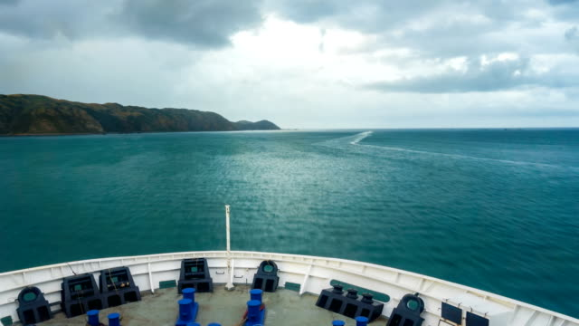 vídeos de stock e filmes b-roll de cruise on cargo ship from harbor to the blue water in rainy morning time lapse - wellington
