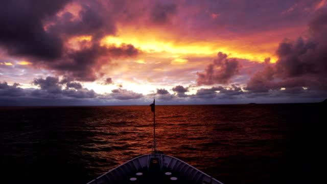 stockvideo's en b-roll-footage met cruiseschip aan de horizon, antarctica - cruise
