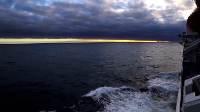 Crucero en el horizonte, Antártida - vídeo