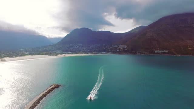 kıyı boyunca seyir - dalgakıran stok videoları ve detay görüntü çekimi