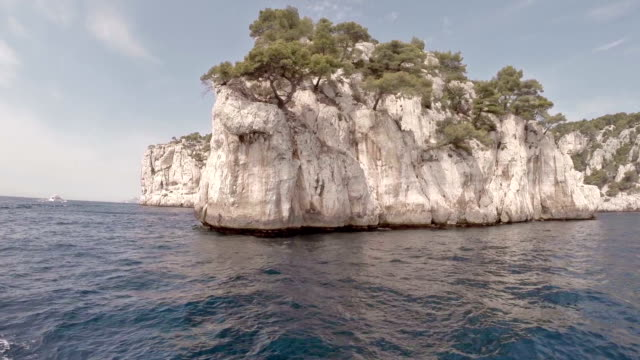 stockvideo's en b-roll-footage met cruising in calanques area of cassis - marseille