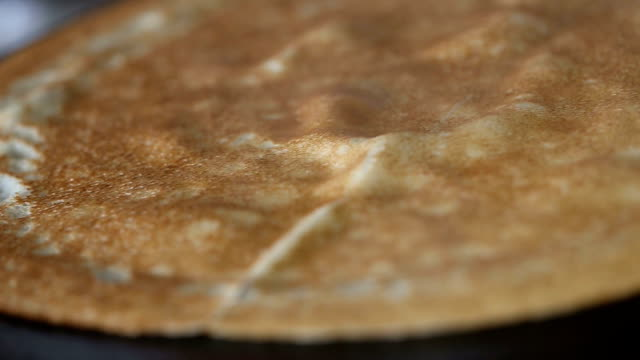 krispigt pannkaka på pan - crepes bildbanksvideor och videomaterial från bakom kulisserna