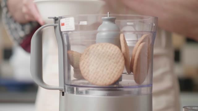 crushing digestive biscuits for making cheese cake - sernik filmów i materiałów b-roll