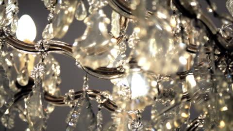 vídeos y material grabado en eventos de stock de chandelier de cristal - ornamentado