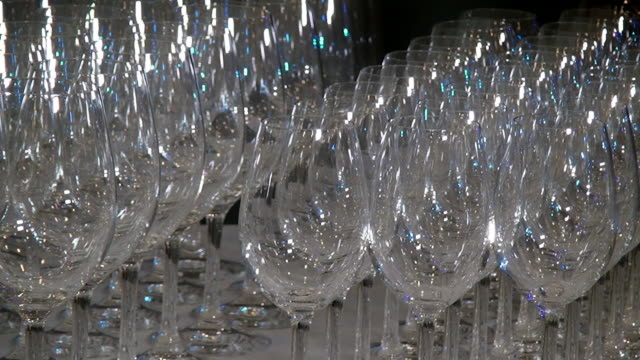 vídeos de stock e filmes b-roll de crystal clear glass goblets shine on the banquet table. - sideboard