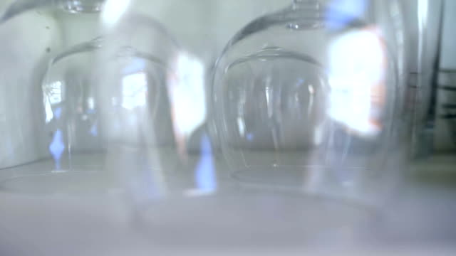 crystal clear wine cups - bicchiere vuoto video stock e b–roll