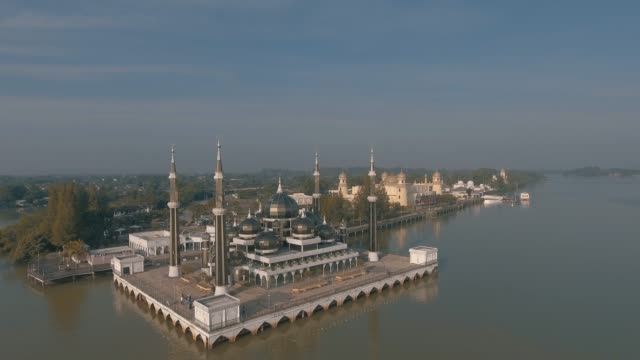 crystal mosque. - paesi del golfo video stock e b–roll