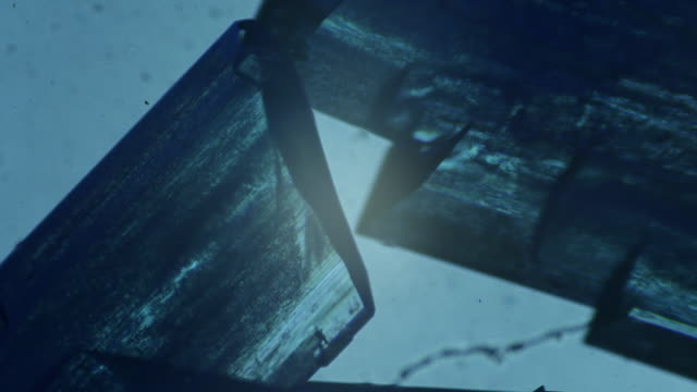 которые резко разошлись медных сульфата 4 k - кристалл стоковые видео и кадры b-roll