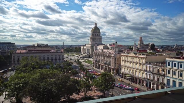 cuba luftaufnahme über die capitolio - havanna stock-videos und b-roll-filmmaterial