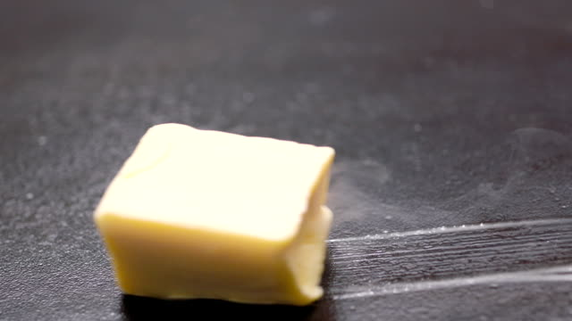 Cube of Butter Melting Sizzling Browning in Non Stick Pan Skillet in Slow Motion, Preparation for Cooking - 50 FPS - vídeo