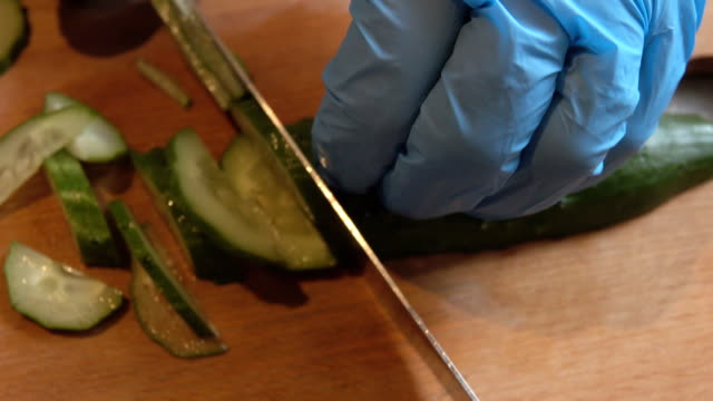 cucumber cutting - scone filmów i materiałów b-roll