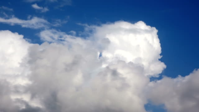 cumulus rain clouds moving sky - lanuginoso video stock e b–roll