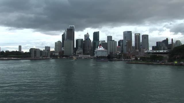 Cunard Queen Elizabeth in Sydney Harbour