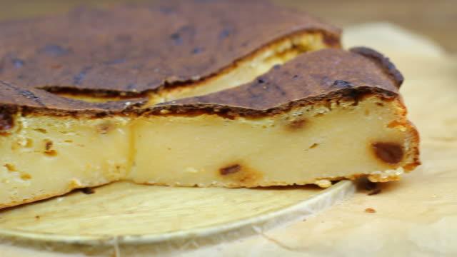 curd pudding with raisins - tallrik uppätet bildbanksvideor och videomaterial från bakom kulisserna