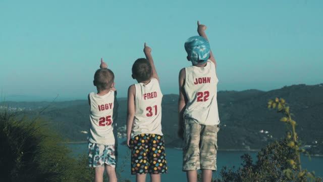 vídeos de stock e filmes b-roll de curious boys. seaside scenery - europe points