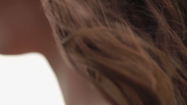 curly hairs flying on the wind - włosy filmów i materiałów b-roll