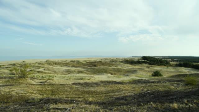 여름에 쿠로니아 침 풍경, 모래 언덕과 발트 해 - 라트비아 스톡 비디오 및 b-롤 화면