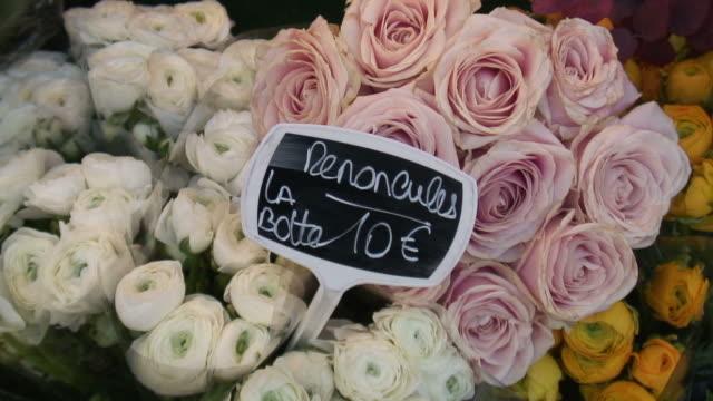 (hd1080i )通貨: バラの料金はユーロで - 花市場点の映像素材/bロール