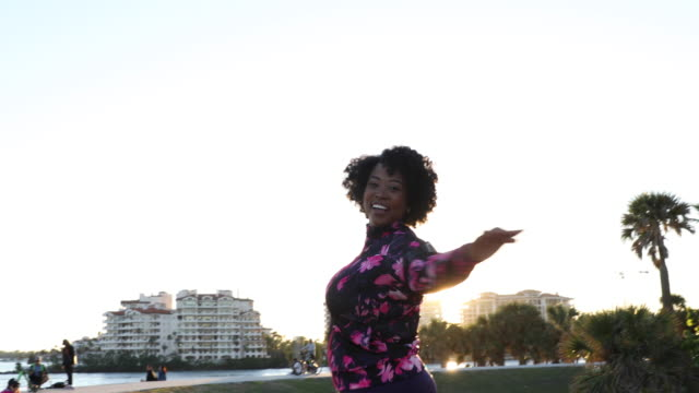 Curvy young black woman relaxation exercise and stretching in Miami Beach public park Curvy young black woman relaxation exercise and stretching in the city public park plus size model stock videos & royalty-free footage
