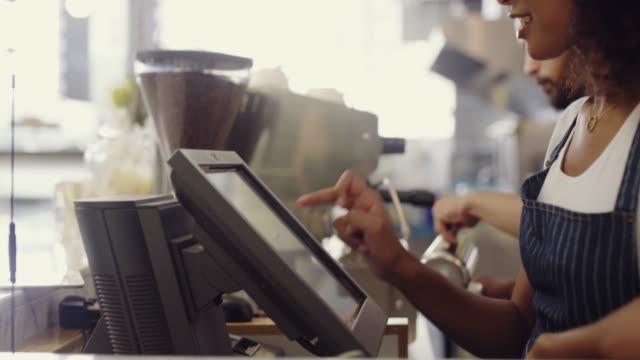 stockvideo's en b-roll-footage met klantenservice is een garantie - bakery
