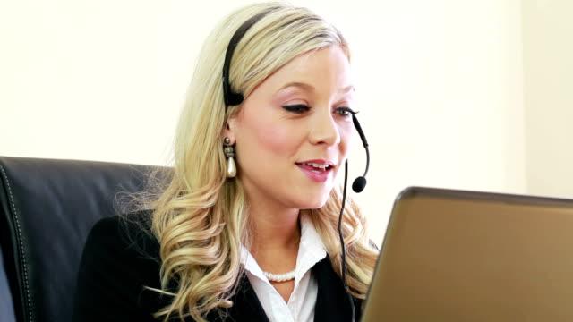 customer service woman working at office - bluetooth stok videoları ve detay görüntü çekimi