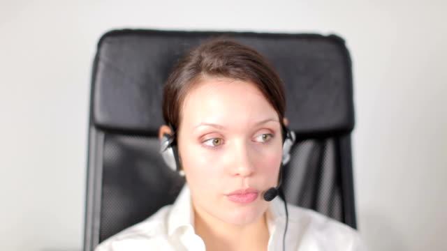 vídeos de stock, filmes e b-roll de o serviço de atendimento ao cliente - assistente jurídico