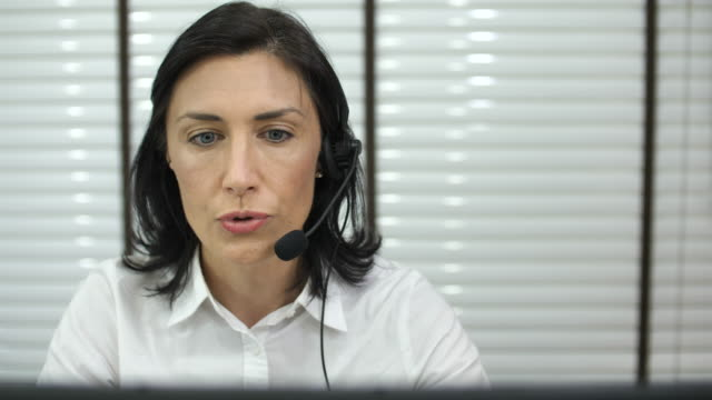 customer support by phone - nazionalità russa video stock e b–roll