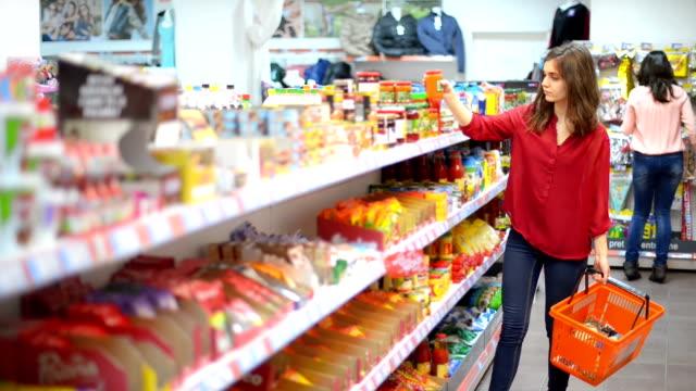 customers choosing products in supermarket - spendera pengar bildbanksvideor och videomaterial från bakom kulisserna