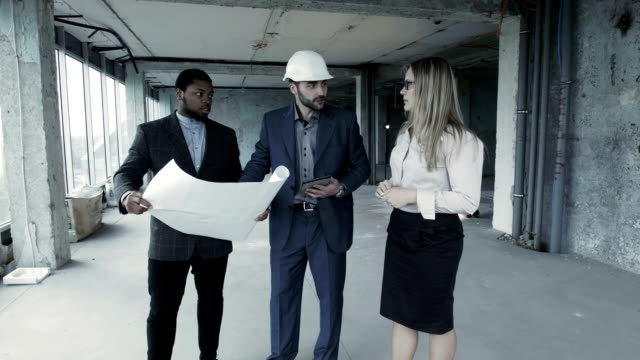 Customers specify the details of the project with the contractor video