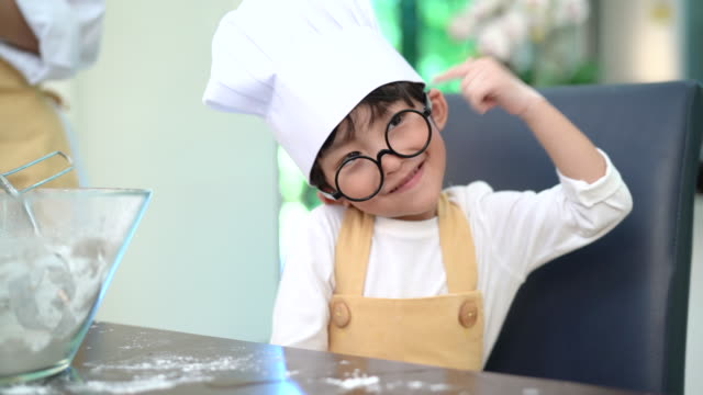 vídeos de stock e filmes b-roll de cute asian little boy making bakery thinking idea prepare delicious sweet food in the kitchen room for dinner at home together happy family lifestyle 4k resolution. - gmail