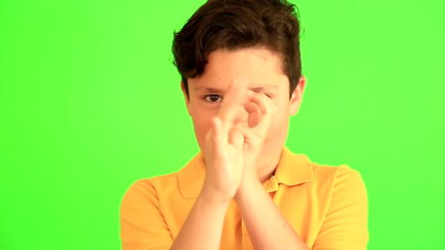 Mignon enfant faisant des grimaces - Vidéo