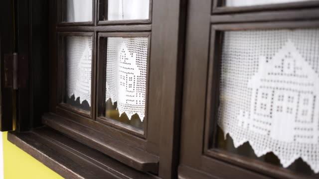 vídeos de stock e filmes b-roll de cute curtains on window - aveiro