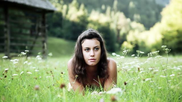 hd: cute girl day dreaming on a meadow - ligga på mage bildbanksvideor och videomaterial från bakom kulisserna