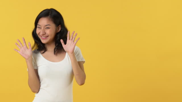 cute happy smiling asian woman waving and dancing left and right - maglietta bianca video stock e b–roll