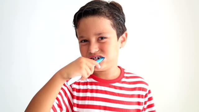 Cute kid missing teeth video