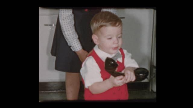 vídeos de stock e filmes b-roll de 1955 cute little boy on old fashioned telephone - passado