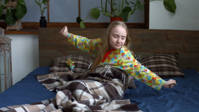 cute little girl stretching her arms after awake - preadolescente video stock e b–roll