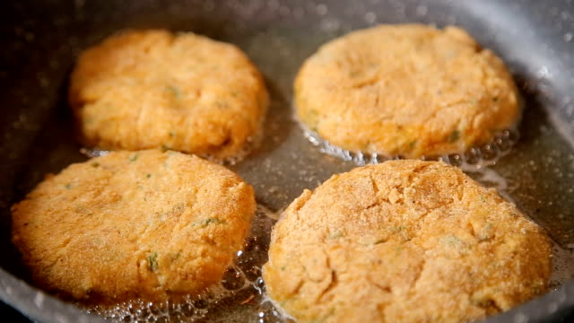 Cutlets are fried in a frying pan video