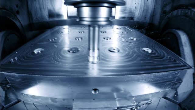 cu ts cnc cutting a machine mould - cnc maskin bildbanksvideor och videomaterial från bakom kulisserna