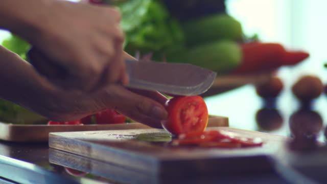 Cutting board : Cutting Tomato