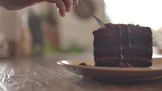 torta da taglio - dolci video stock e b–roll