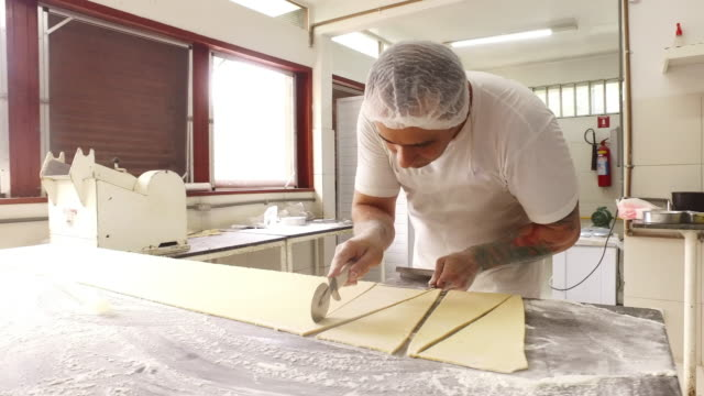 cutting dough with perfection - cucina francese video stock e b–roll