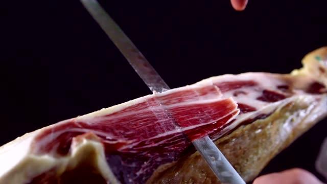 stockvideo's en b-roll-footage met het snijden van iberische ham - ham