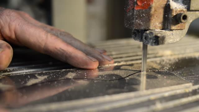schneiden metall - bandsäge stock-videos und b-roll-filmmaterial