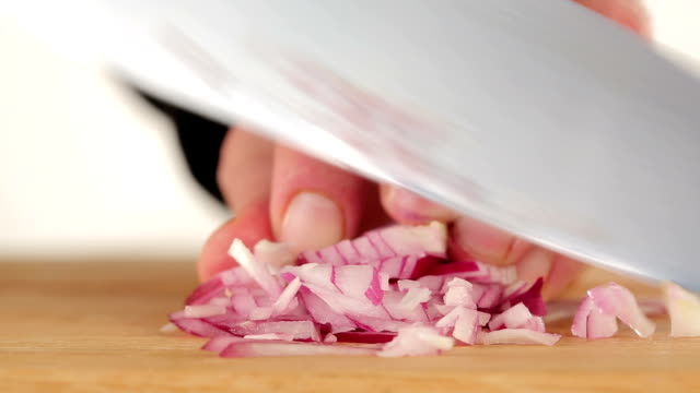 Cutting red onion video