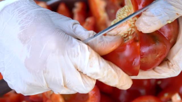 vídeos de stock e filmes b-roll de cutting red pepper - red bell pepper isolated