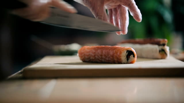 Cutting sushi roll into portions video