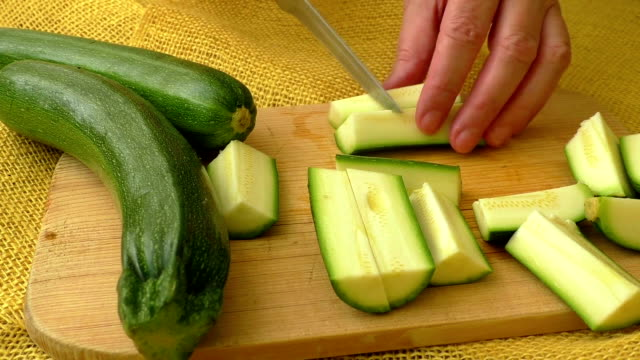 Cutting up zucchini with a knife video