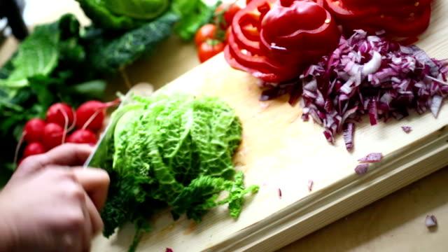Schneiden Gemüse. – Video