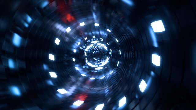 vídeos de stock, filmes e b-roll de túnel de cyber com centro brilhante - peça de computador